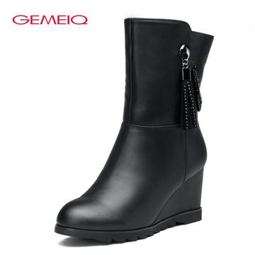 戈美其冬季新款水钻流苏坡跟中筒靴女靴女鞋正品